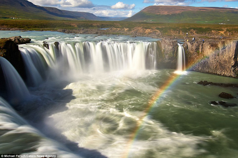 wanderlust-tips-nghet-tho-voi-nhung-buc-anh-cau-vong-tuyet-dep-o-iceland-3