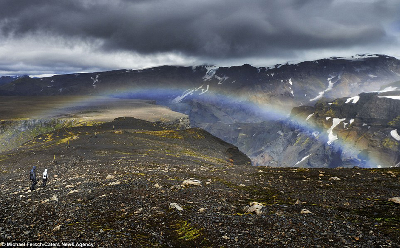 wanderlust-tips-nghet-tho-voi-nhung-buc-anh-cau-vong-tuyet-dep-o-iceland-5