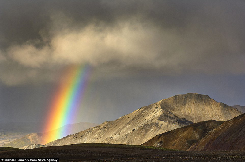 wanderlust-tips-nghet-tho-voi-nhung-buc-anh-cau-vong-tuyet-dep-o-iceland-8